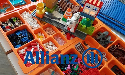 """LEGO® SERIOUS PLAY® hilft der Allianz SE ihre Kommunikation zu verbessern. Jens Dröge und das Steinbeis Beratungszentrum Intercultural Academy leiteten den Workshop. """"""""Interaktiv und spielerisch kann man sehr gut komplexe Situationen darstellen"""""""