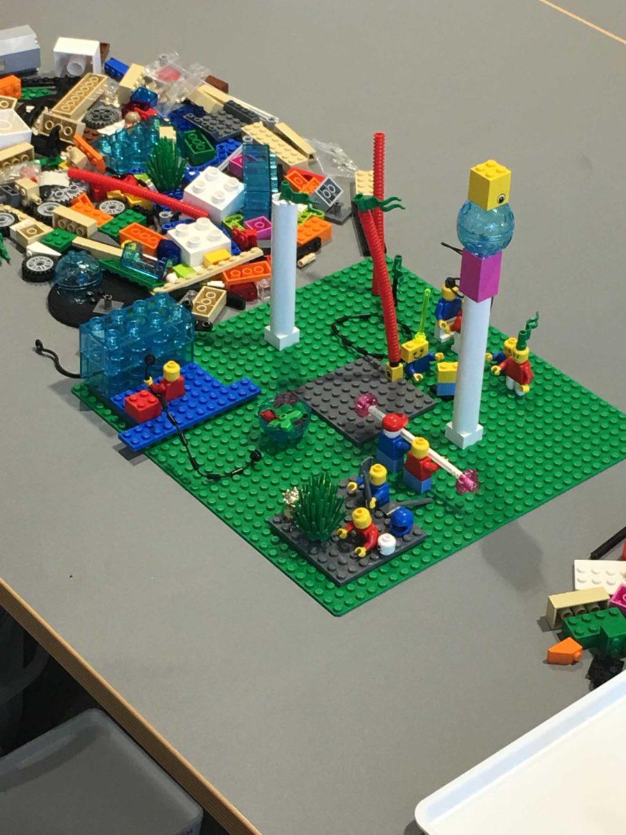 Deutsche Gesellschaft für Personalführung (DGFP) und Jens Dröge bauen mit LEGO® SERIOUS PLAY® idealen Mitarbeiter