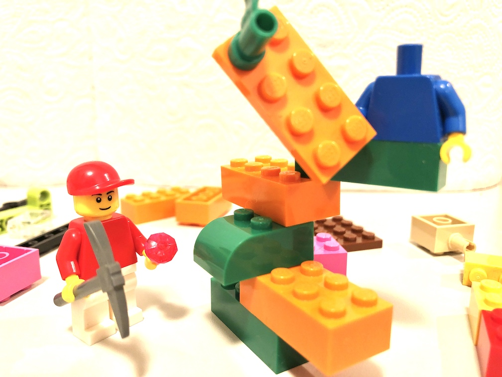 Das LEGO Serious Play Skills Build besteht aus drei Phasen: Technisch, metaphorisch und Storytelling. Jede verfolgt ein anderes Ziel. Was, das liest du hier